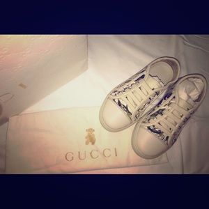 NEW GUCCI GIRLS SHOES SIZE 10